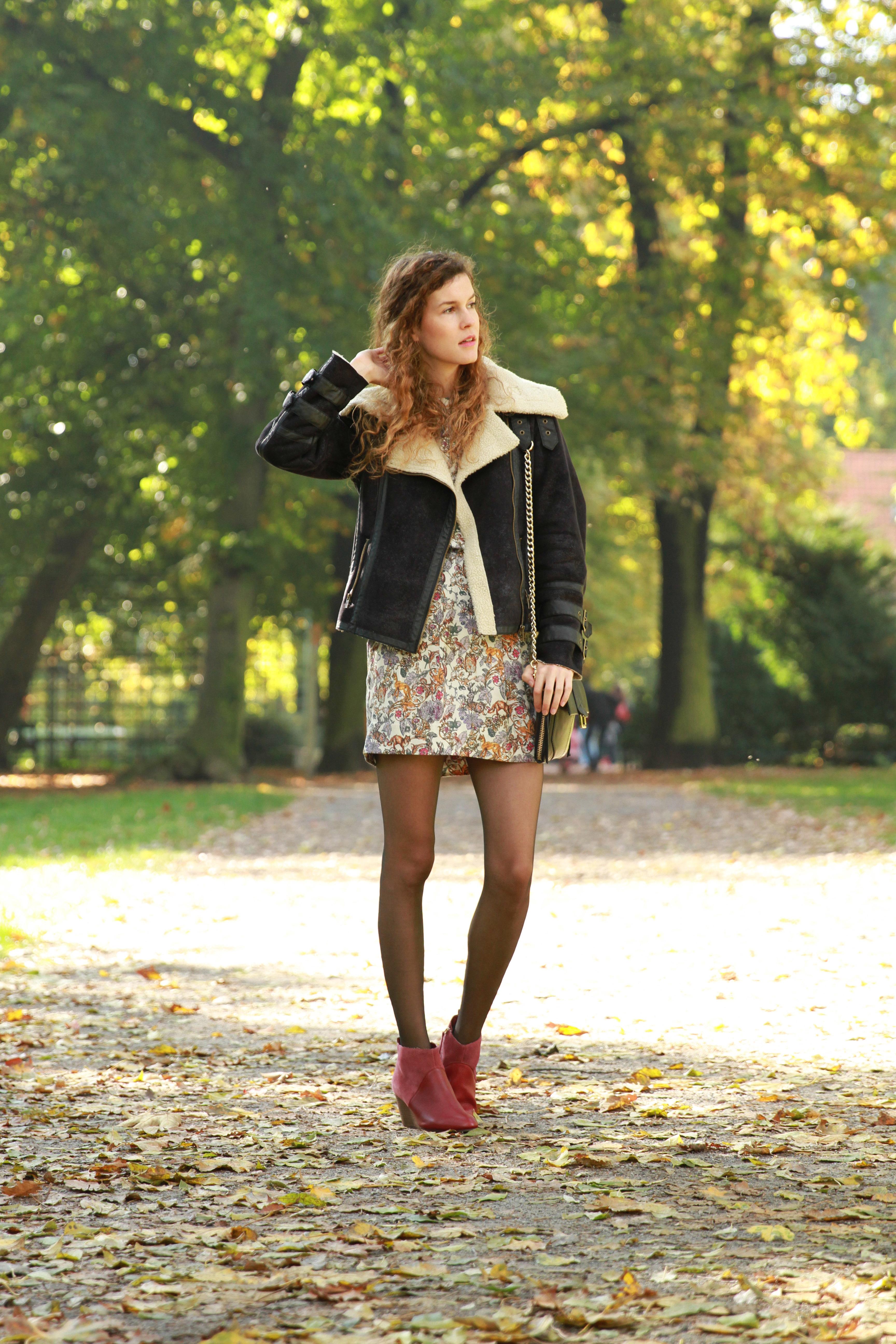 autumn dress and bordeaux wedges