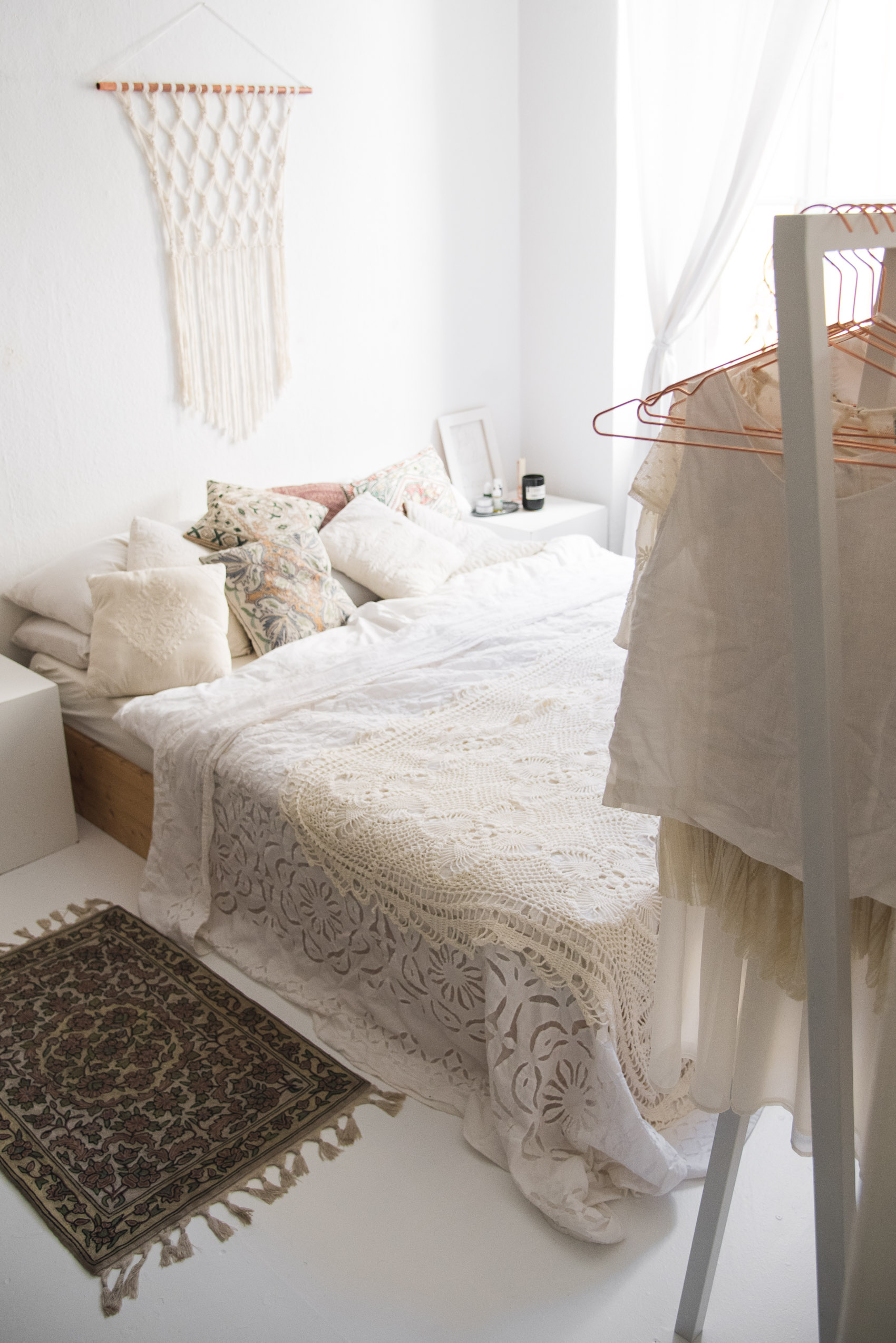 white boho bedroom-1