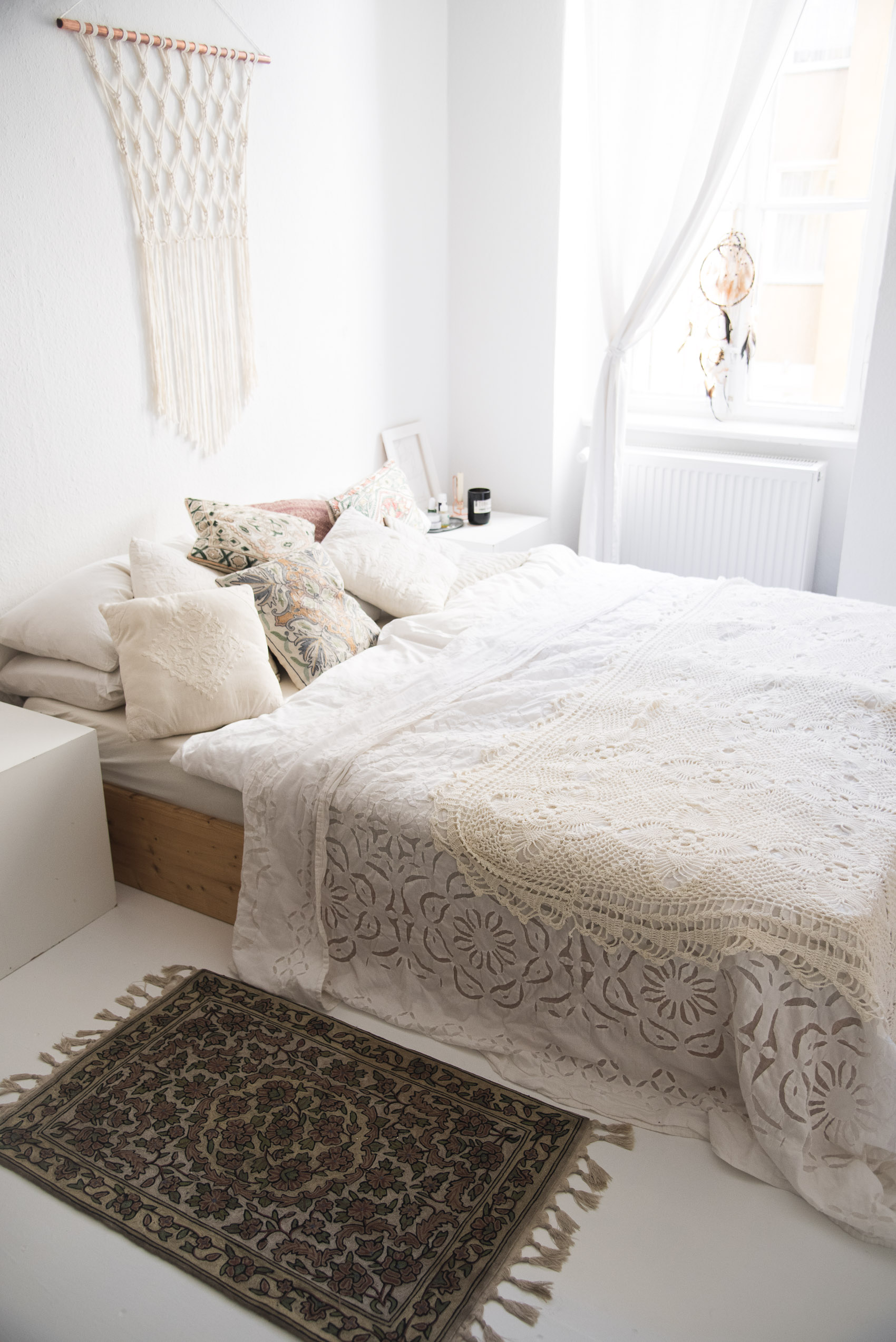 white boho bedroom-2