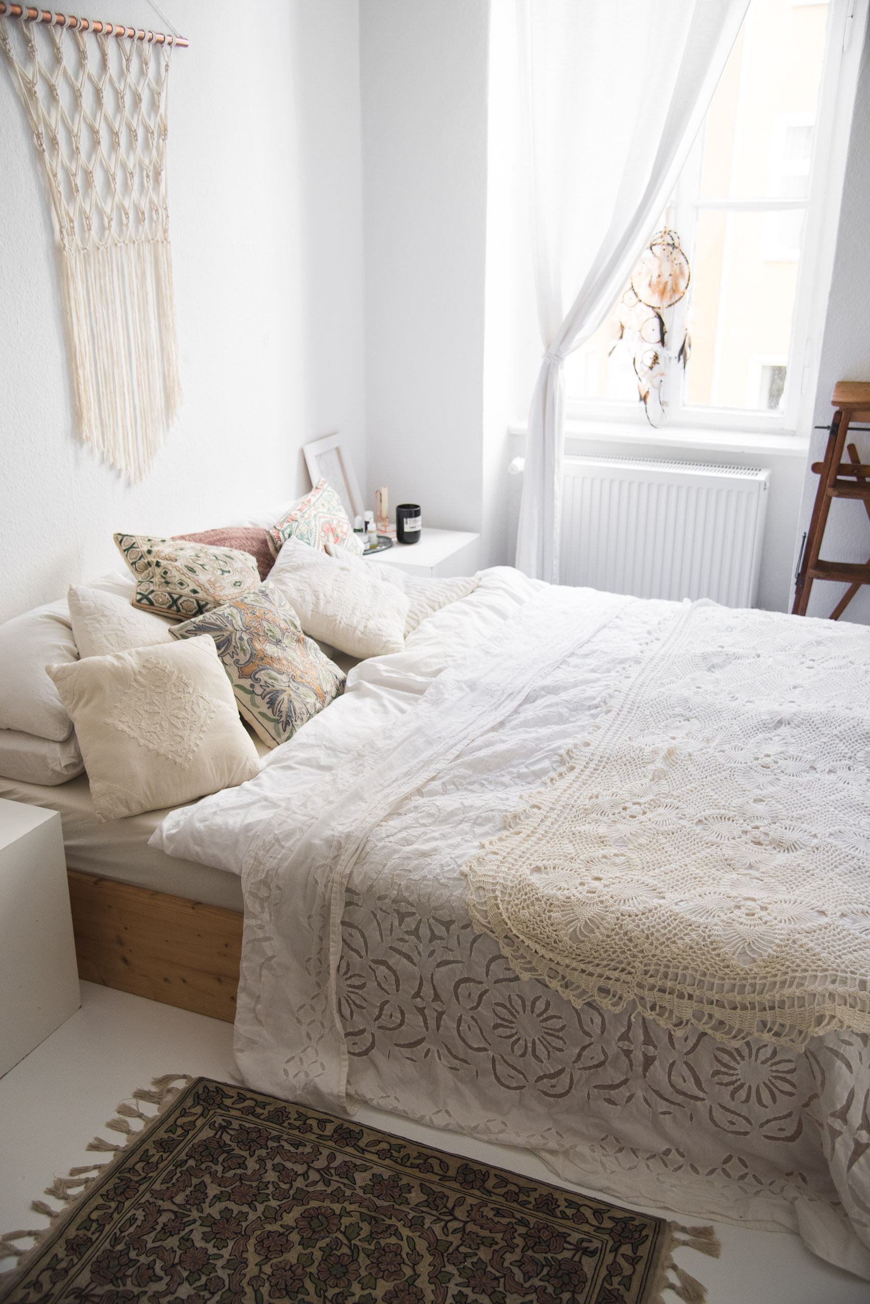 white boho bedroom-4