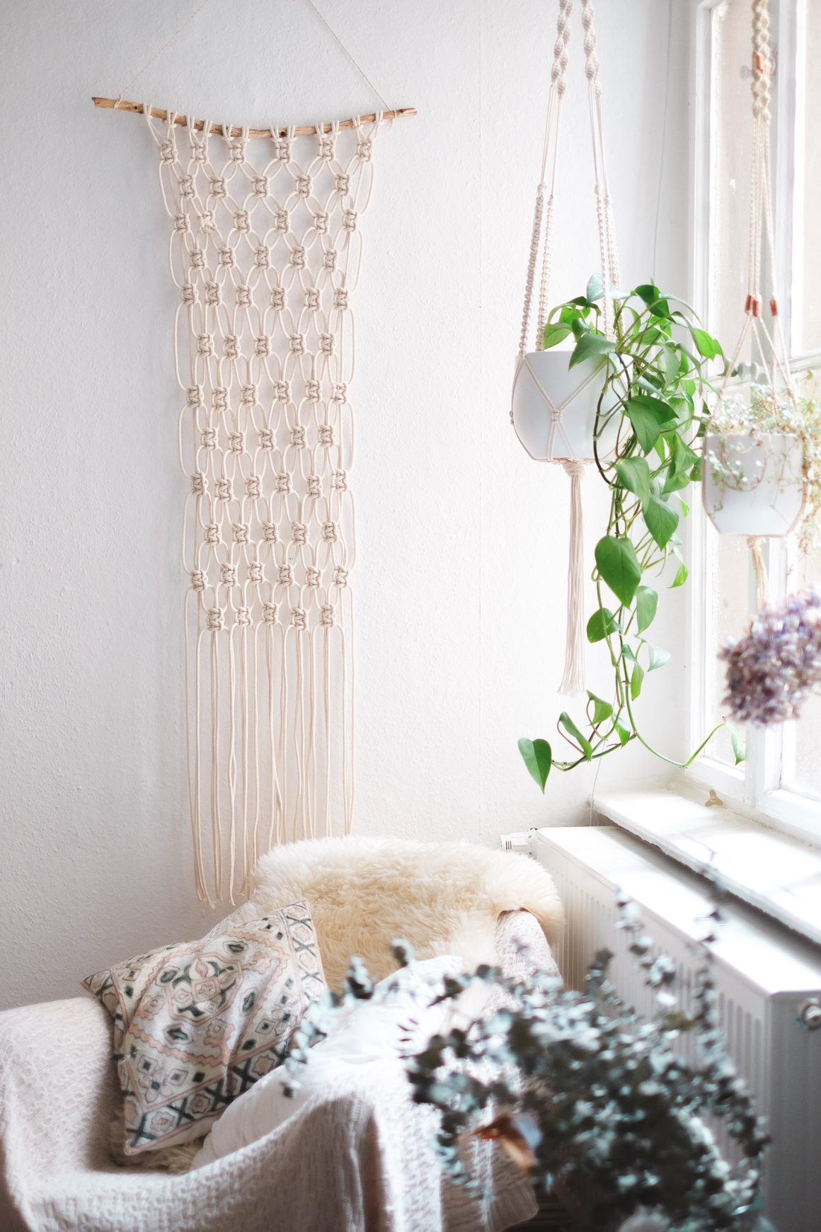 Interior: Super Easy DIY Macrame Wall Hanging Tutorial ... on Picture Hanging Idea  id=26597
