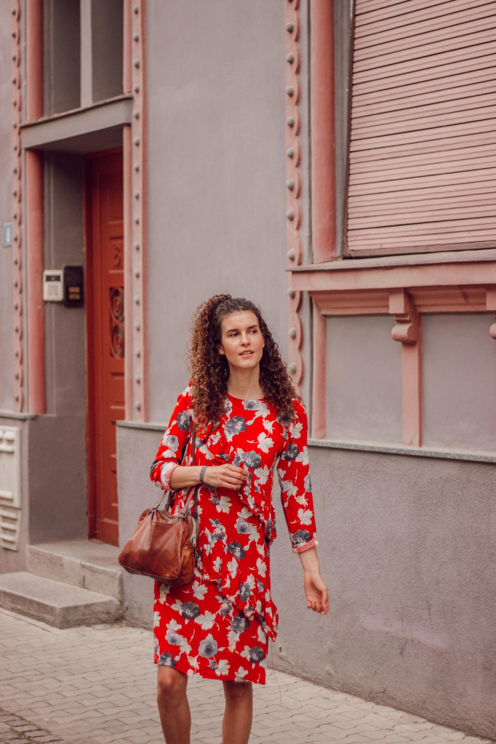 Rotes Kleid Outfit  toronto 2022